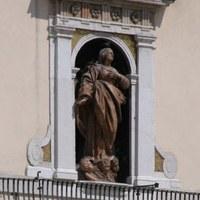 Die Statue der Madonna Assunta - Rathaus
