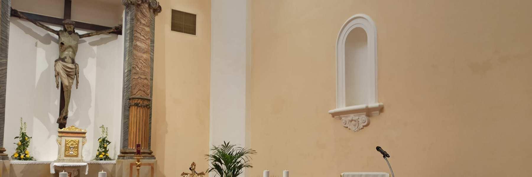 Hölzerne Kruzifix in der Suffragio Kirche