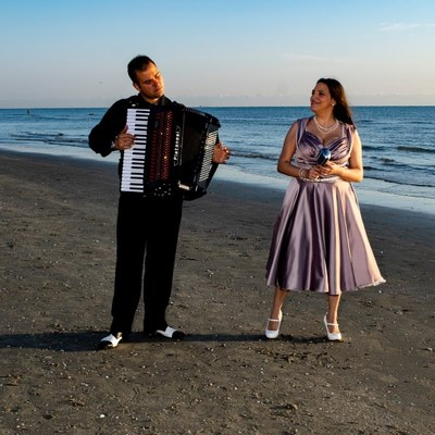 Tagesanbruch-Konzerte am Strand in Tagliata