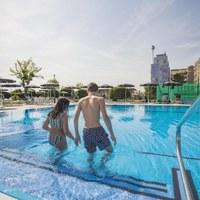 Swimmingpool at Hotel Baya