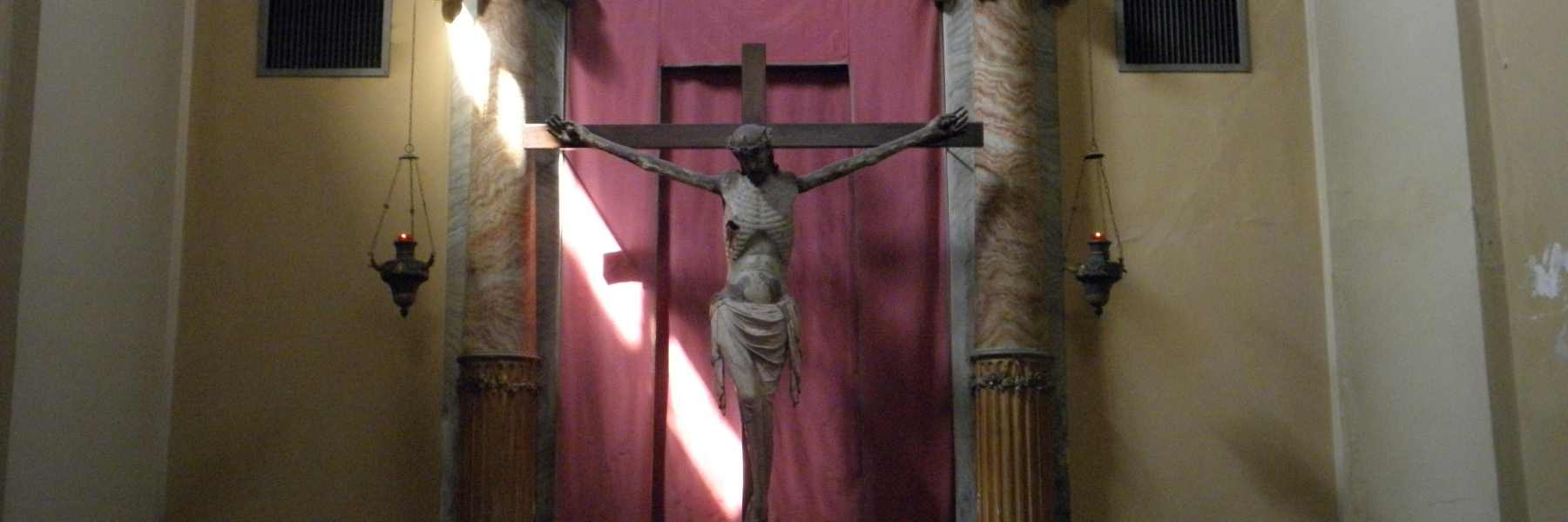 Crucifix en bois de l'Eglise de Suffrage