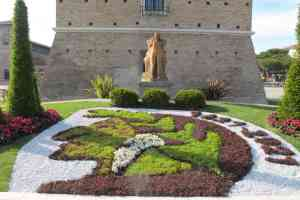 Cervia Ville Jardin, Dante, parterre de fleurs de la ville de Ravenne