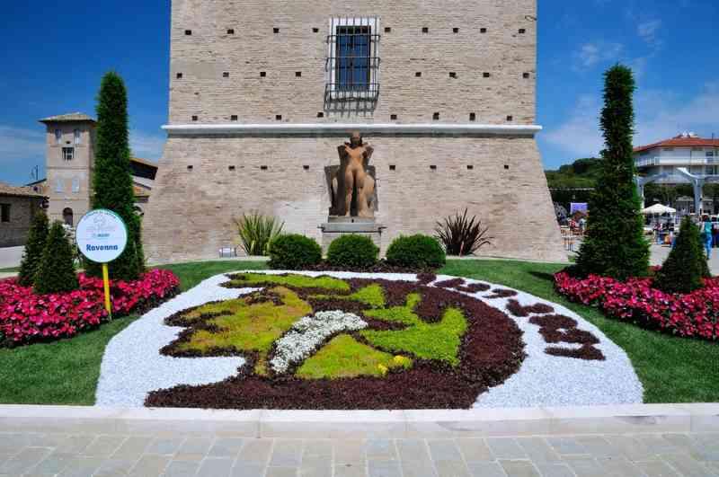 Cervia Ville Jardin, Dante, parterre de fleurs de la ville de Ravenne - Ph. Gianni Castellani
