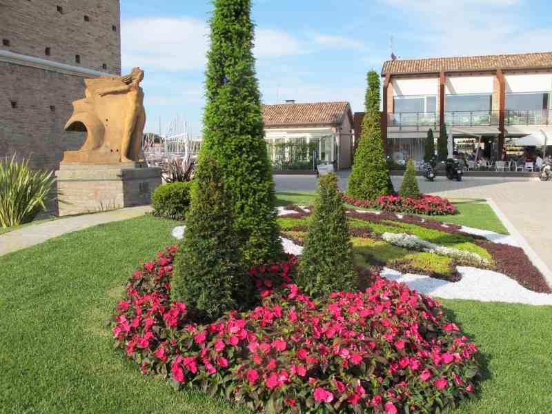 Cervia Città Giardino, Dante, aiuola Città di Ravenna