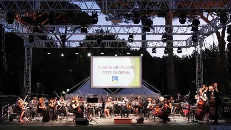 La Grande Orchestra di Cervia in pineta