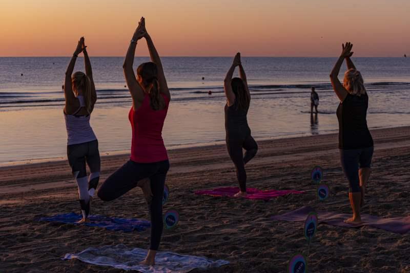 YAMM Festival, yoga sulla spiaggia di Milano Marittima - ph. Gruppo Fotografico Cervese