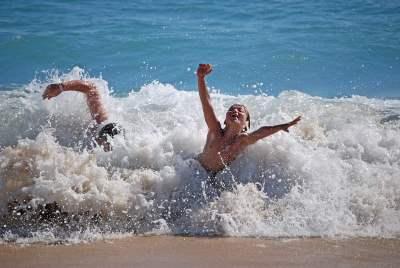 Bambini tra le onde