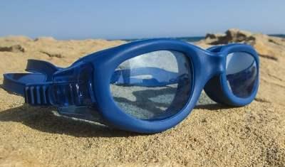 occhialini sulla sabbia