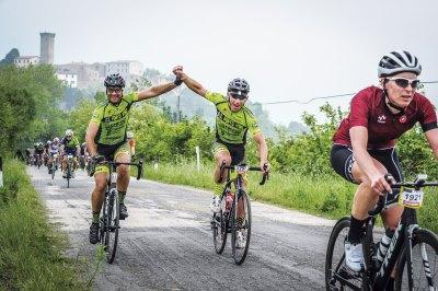 Bike experience, emozioni a 360°, ciclisti durante la Granfondo - Ph. Gruppo fotografico cervese