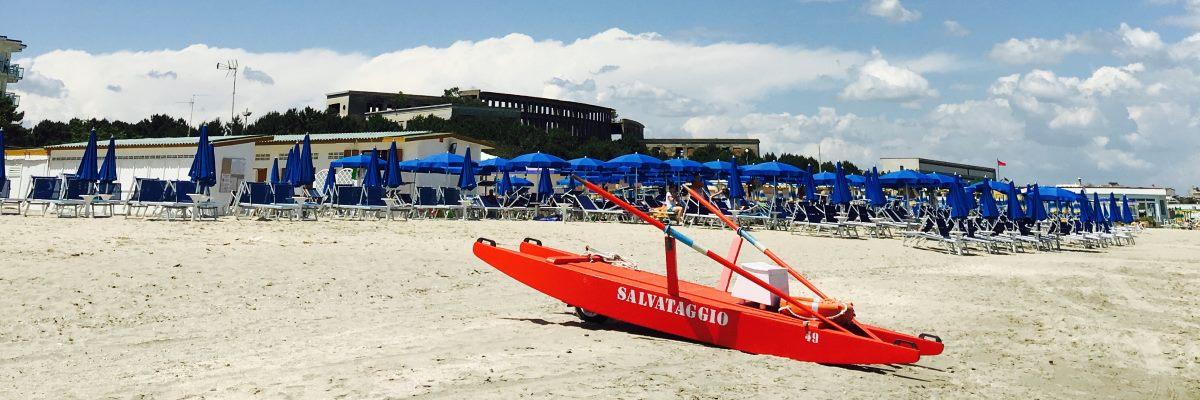 Spiaggia sicura, moscone bagnino