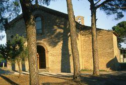 """Außenansicht der Wallfahrtskirche """"Madonna del Pino"""""""