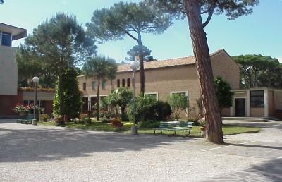Canonica della chiesa, esterno