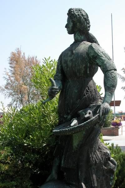 Monument à Grazia Deledda