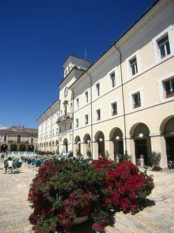 Garibaldi Platz und das Rathaus