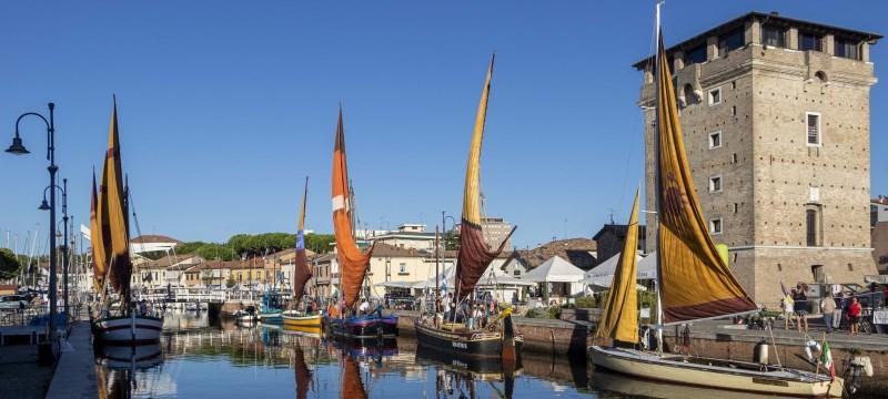 Navi storiche nel porto canale e Torre San Michele - Ph. Gruppo fotografico cervese