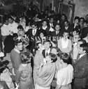 16 - Gianni Morandi e la folla dei fan, ph. Sante Crepaldi