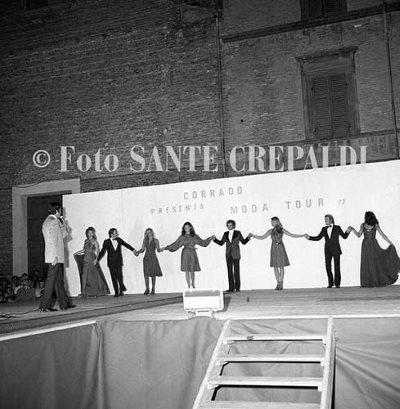 Corrado presenta Moda Tour Estate in Piazza Garibaldi - Ph. Sante Crepaldi