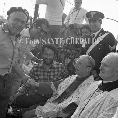 Vescovo e pescatori sulla barca - Ph. Sante Crepaldi