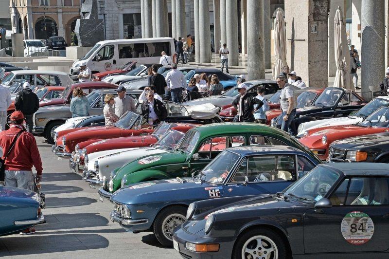 500 Miglia Touring, esposizione auto