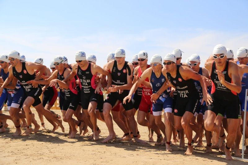 Triathlon, partenza nuoto