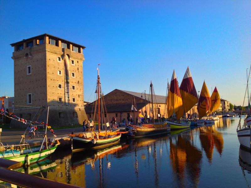 Cervia panoramica, Torre San Michele e barche storiche